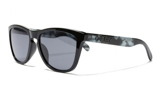 "the POOL aoyama Drops Another Pair of ""MELANISM"" Oakley Frogskins"