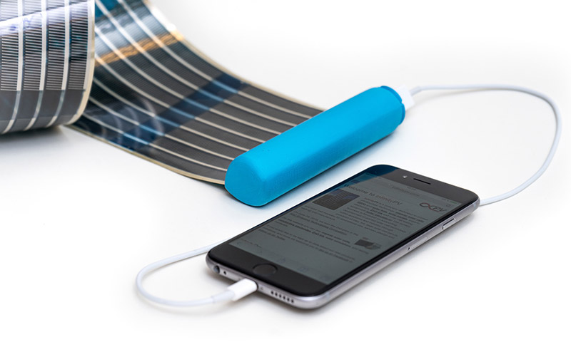 This Portable Battery Uses Retractable Solar Panels To