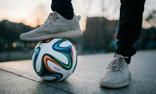 "Football-Freestyler Captivates While Wearing the YEEZY Boost 350 ""Oxford Tan"""