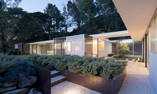 LOHA Updates the Historical Home of Photographer Julius Shulman