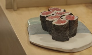 This Is How You Make a Tuna Sushi Roll