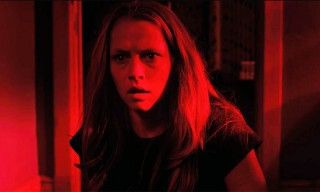 Terrifying 'Lights Out' Trailer Shows Why You Should be Afraid of the Dark
