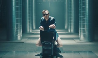 Benedict Cumberbatch Presents the Apple Toilet on SNL