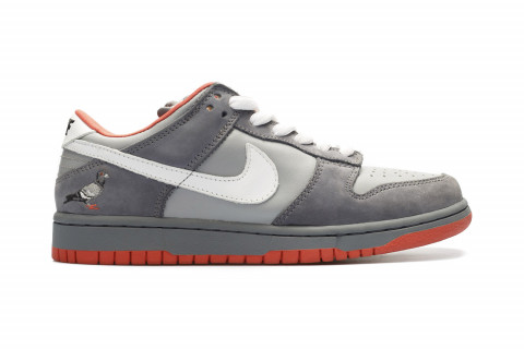 "d1edee628fc It has been 13 years since the official introduction of Jeff Staple s  classic Nike SB Dunk ""Pigeon"