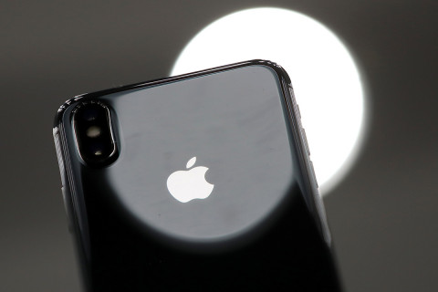 Apple to use OLED screens on all three iPhone models next year