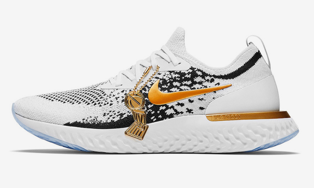 771c2826c7c Nike Gifts Custom Epic React Flyknits to the Golden State Warriors ...