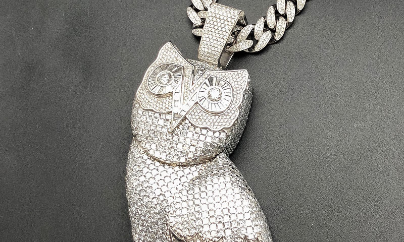 Drake Shows Ovo Owl Pendant With Quot Over A Kilo Of Gold Quot