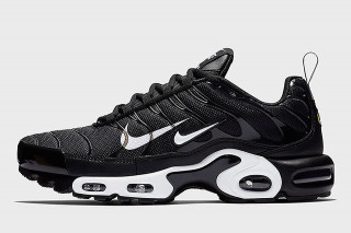online retailer 08fea 2c5e8 The More Swooshes the Merrier on this Nike Air Max Plus