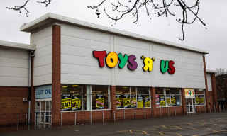 "Toys ""R"" Us Is Coming Back This Year"