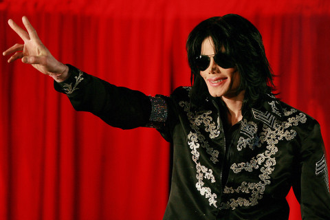 Peter Andre DEFENDS Michael Jackson following sex abuse claims