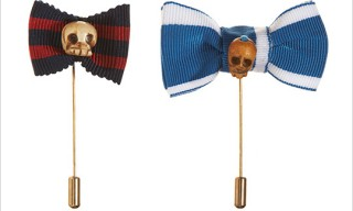 Vanities Skull and Bow Lapel Pins