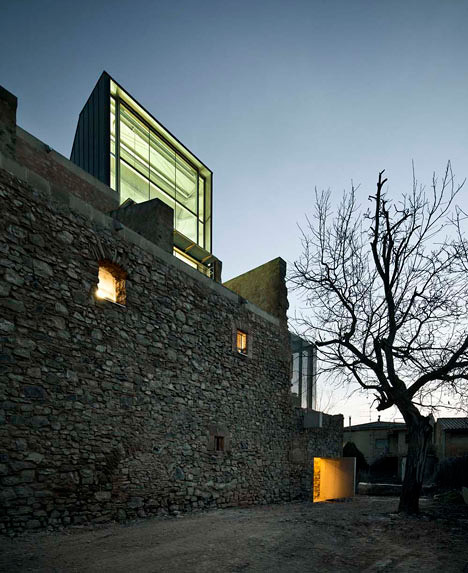 covent-de-st-francis-auditorium-dezeen_Convent-de-Sant-Francesc-by-David-Closes_9