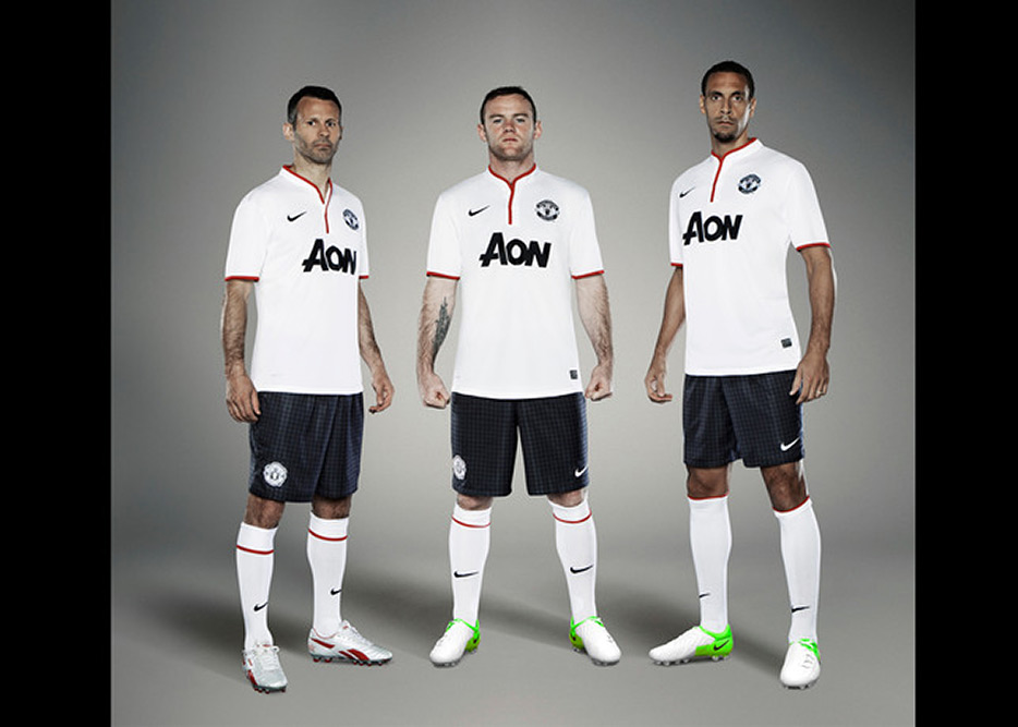 nike-manchester-united-away-kit-2012-2013-10