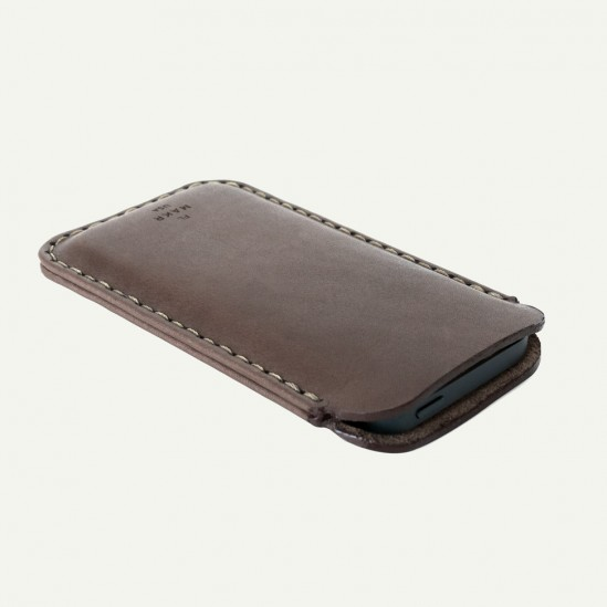 makr-iphone5-leather-sleeve-3