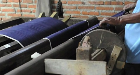 Watch Hand-Loomed Selvedge Denim Being Made