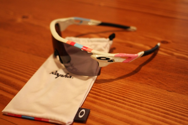 rapha-oakley-sunglass-auction-2