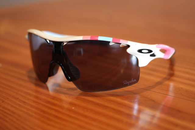 rapha-oakley-sunglass-auction-5