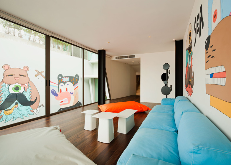 bearbrick-house-15