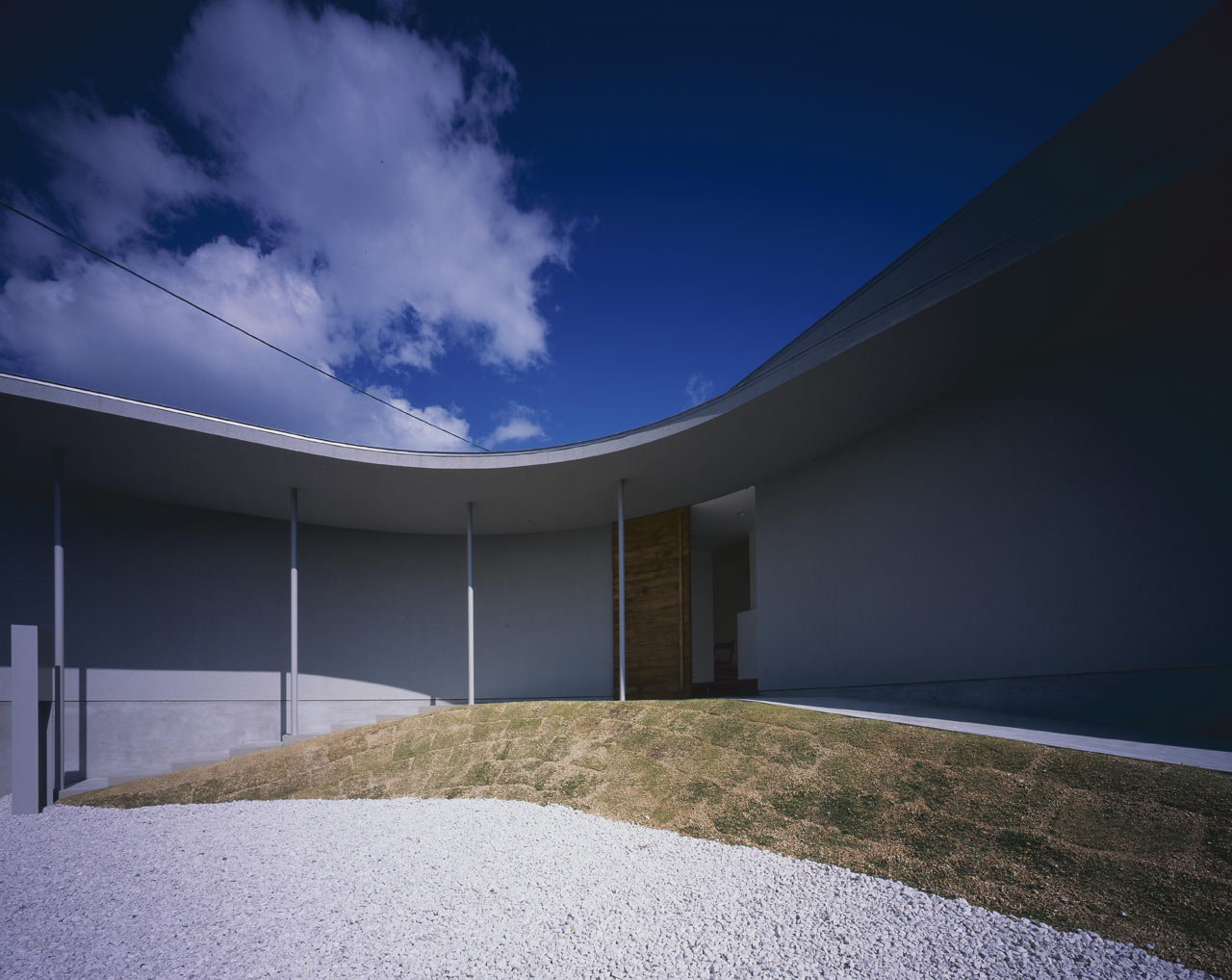 Curved-house-JPN-04
