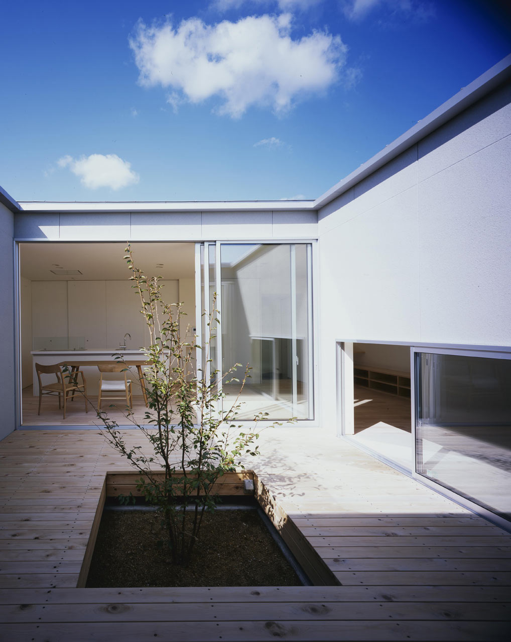 Curved-house-JPN-13