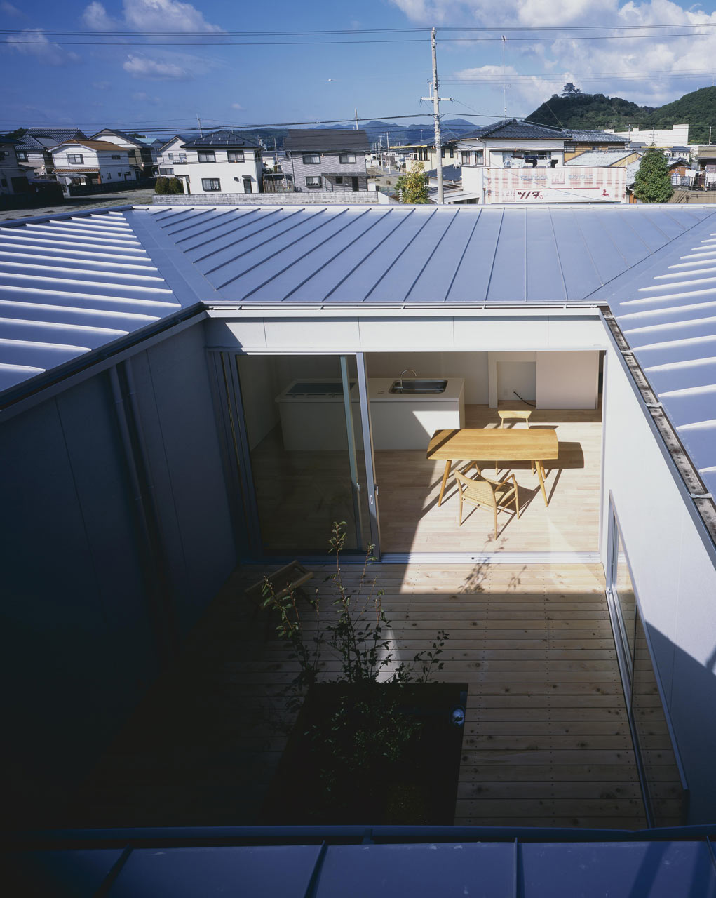 Curved-house-JPN-16