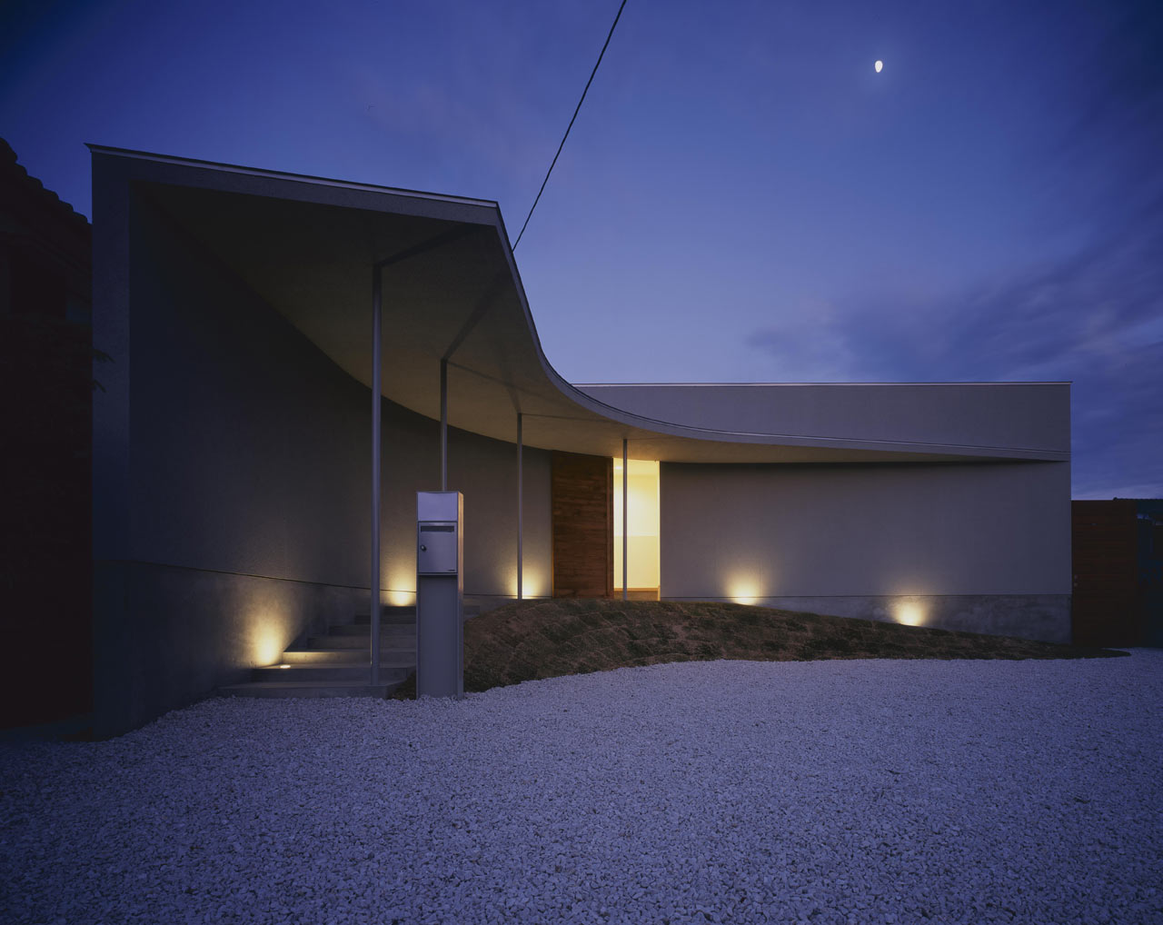 Curved-house-JPN-17