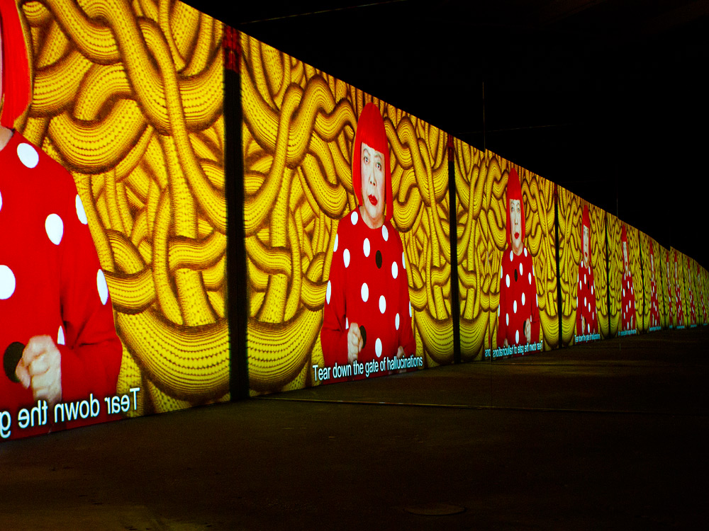 yayoi-kusama-exhibit-03