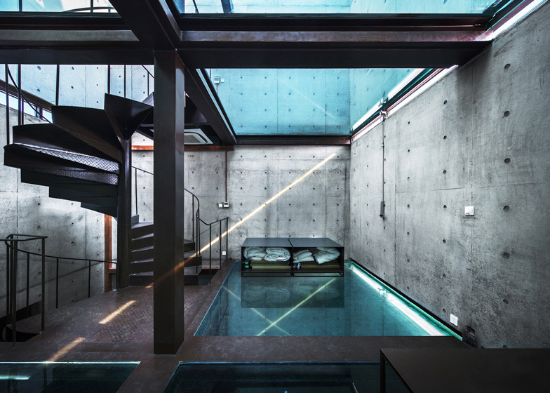 Vertical-Glass-House-Atelier-FCJZ-01
