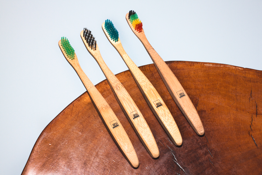 brsh-wooden-toothbrush-02