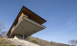 See this House that Hangs Halfway Above the Yatsugatake Mountain