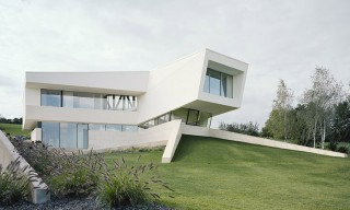 See the Angular All-White Freundorf Villa in Austria