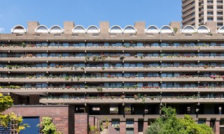 A Refurbished Apartment Inside Brutalist London Landmark – The Barbican
