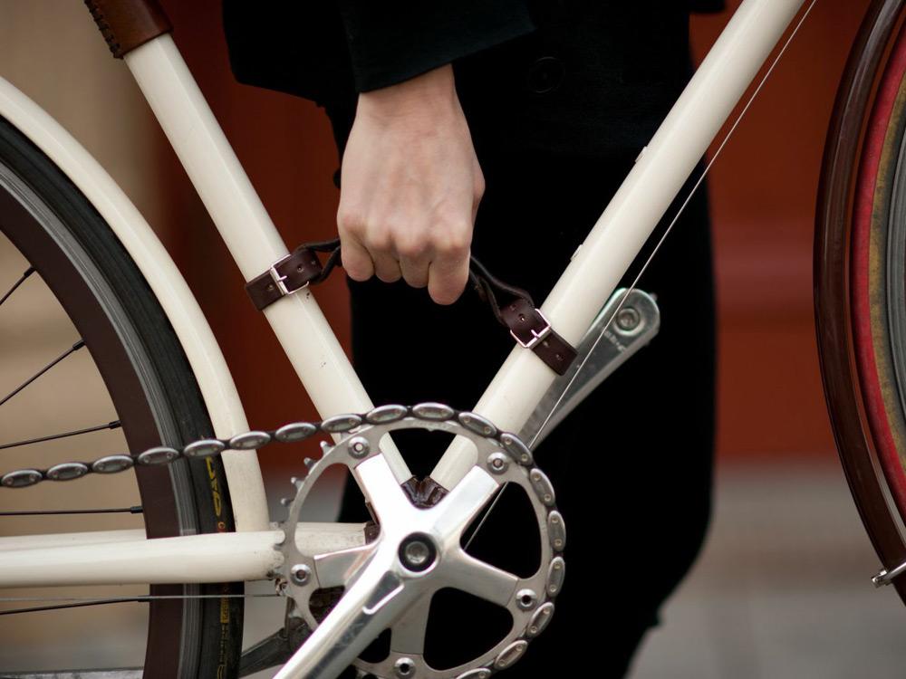 walnut-leather-bike-accessories-01