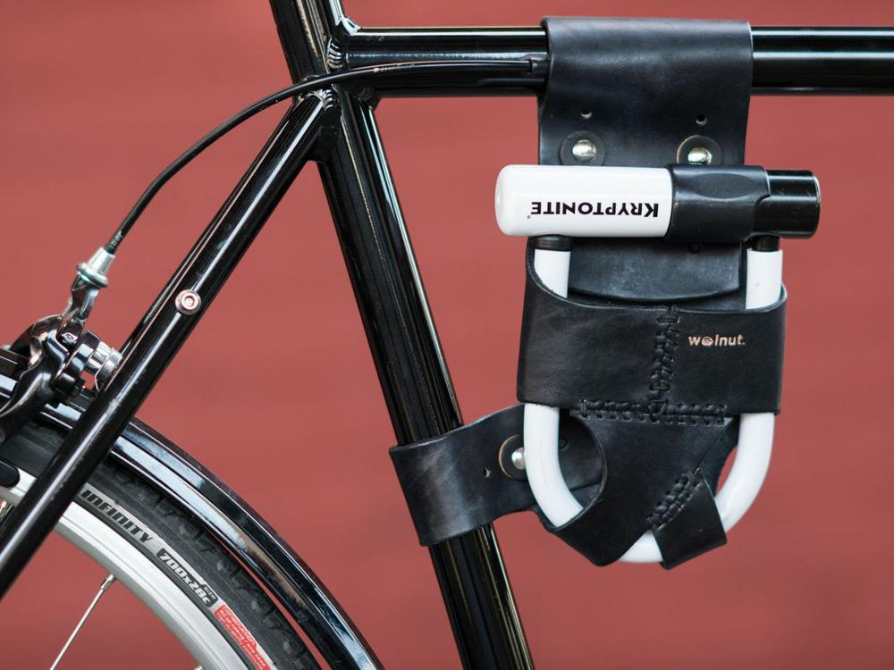 walnut-leather-bike-accessories-04