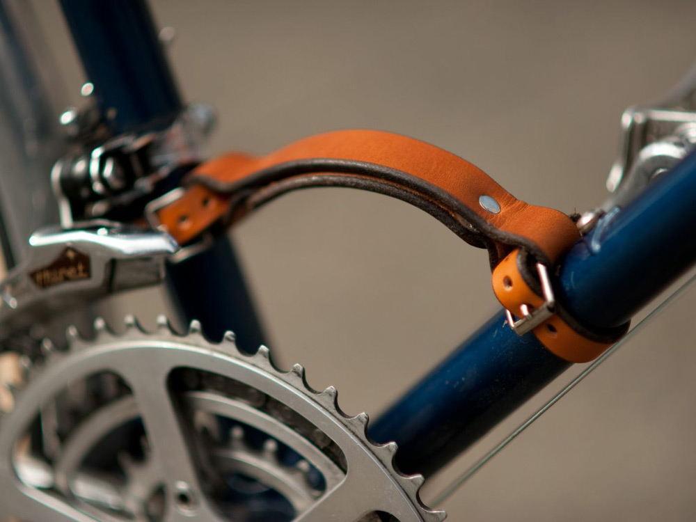 walnut-leather-bike-accessories-07