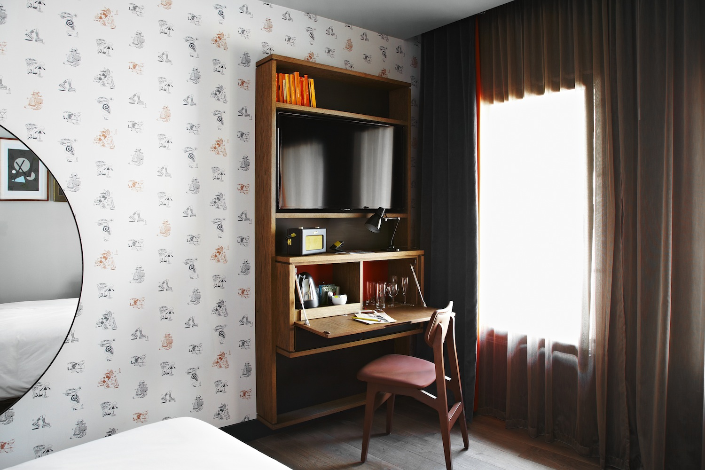 the hoxton hotel holborn london selectism. Black Bedroom Furniture Sets. Home Design Ideas
