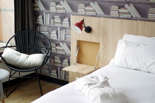 the affordable generator paris hostel selectism. Black Bedroom Furniture Sets. Home Design Ideas