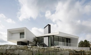 "The Layered ""Vidigal House"" in Leiria, Portugal"