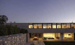 SH House in the Hills of Santiago de Chile