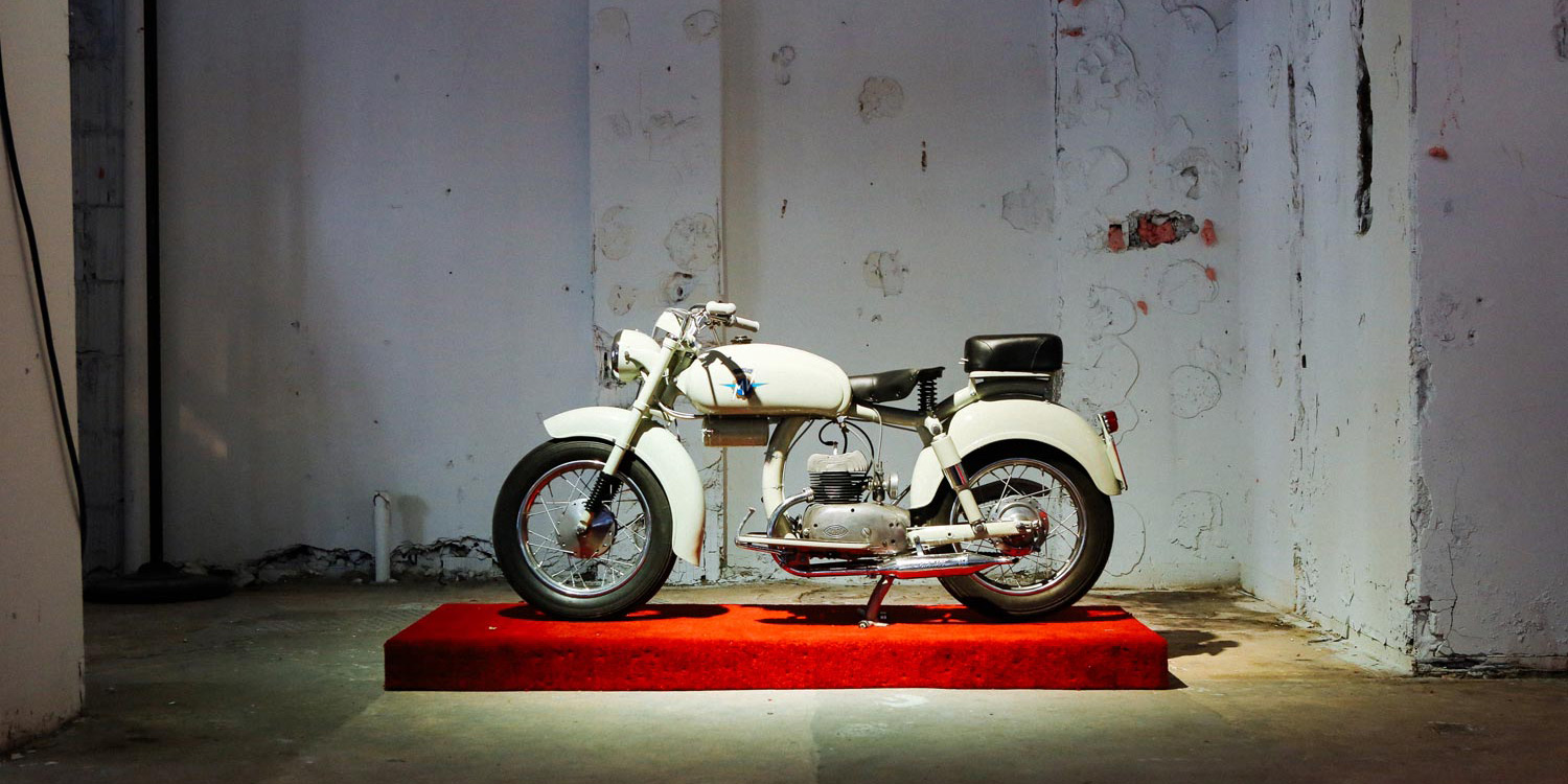 Art-of-the-italian-two-wheel-Stuart-Parr-motorcylce-car1