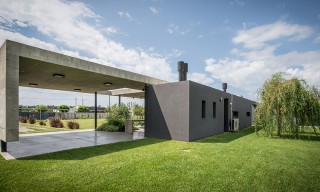 "Argentina's Concrete ""L"" Shaped Home by Roberto Benito"