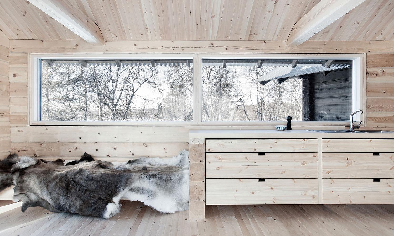 Femunden-Cabin-Aslak-Haanshuus-Arkitekter-car