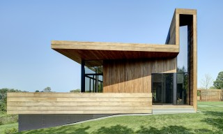 "The Dramatic Southampton ""Mothersill"" House Unifies Old & New"