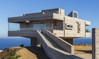 Chile's Modernist Mirador House Looks Across Land & Sea